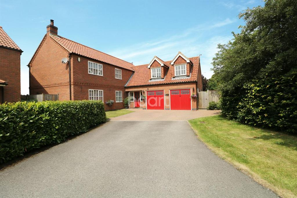 4 Bedrooms Detached House for sale in Old Yard House, Cromwell