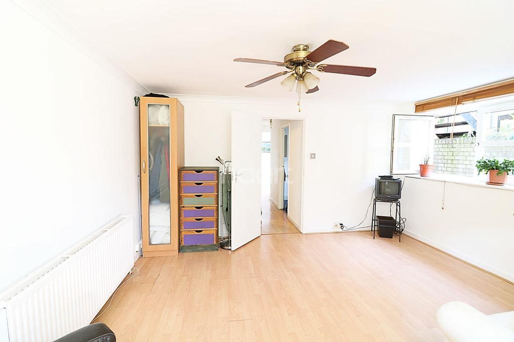 2 Bedrooms Flat for sale in Verulam Avenue , Walthamstow