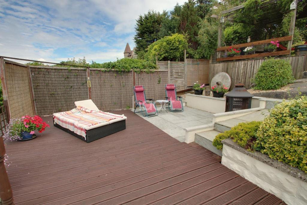 3 Bedrooms Detached House for sale in Faversham Drive