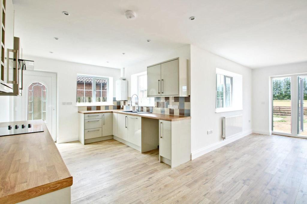 3 Bedrooms Detached House for sale in Croft Rd, Upwell