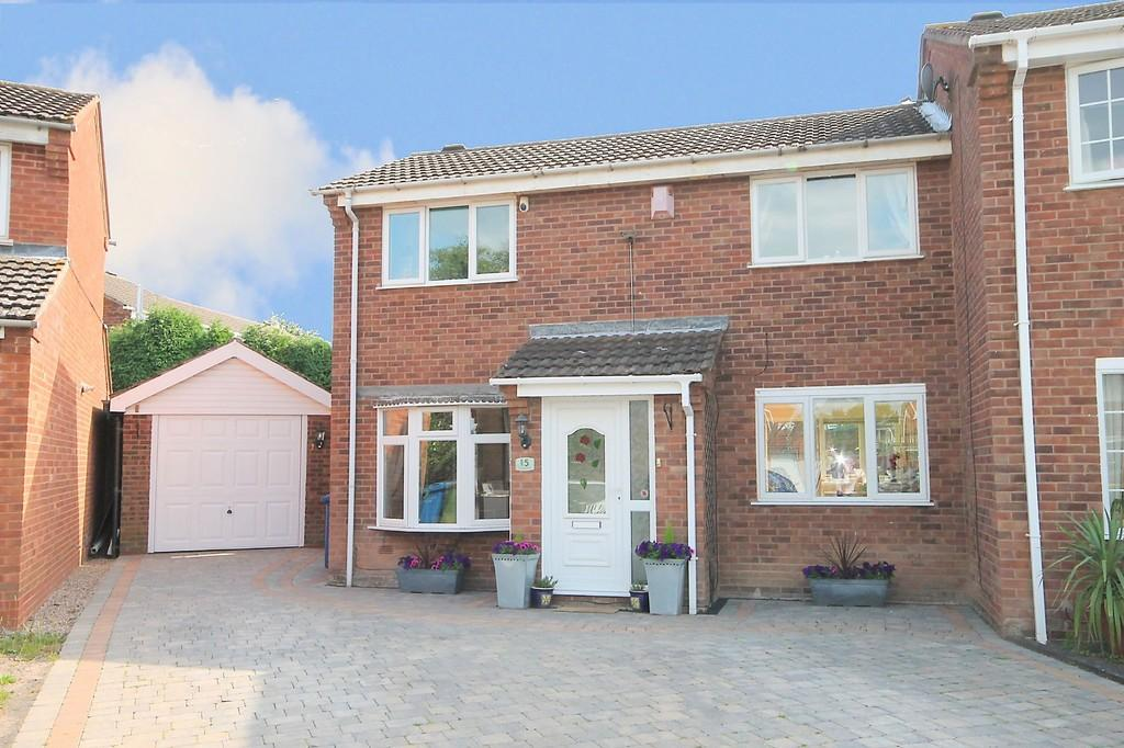 3 Bedrooms Semi Detached House for sale in Cadogan Road, Dosthill, B77 1PQ