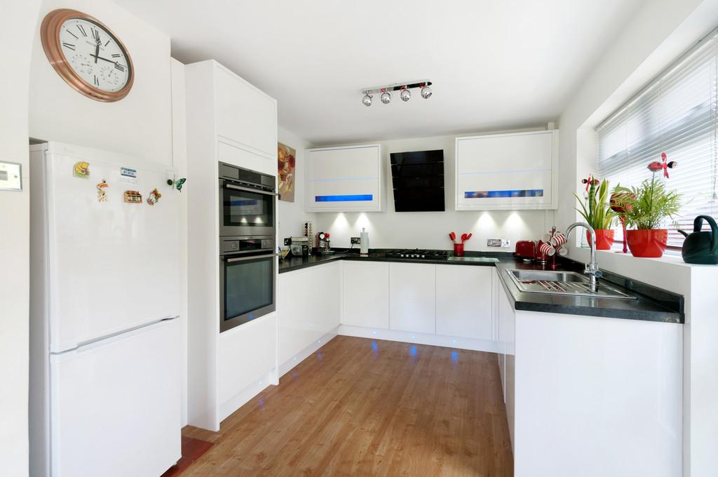 4 Bedrooms Detached House for sale in Madginford Road, Bearsted