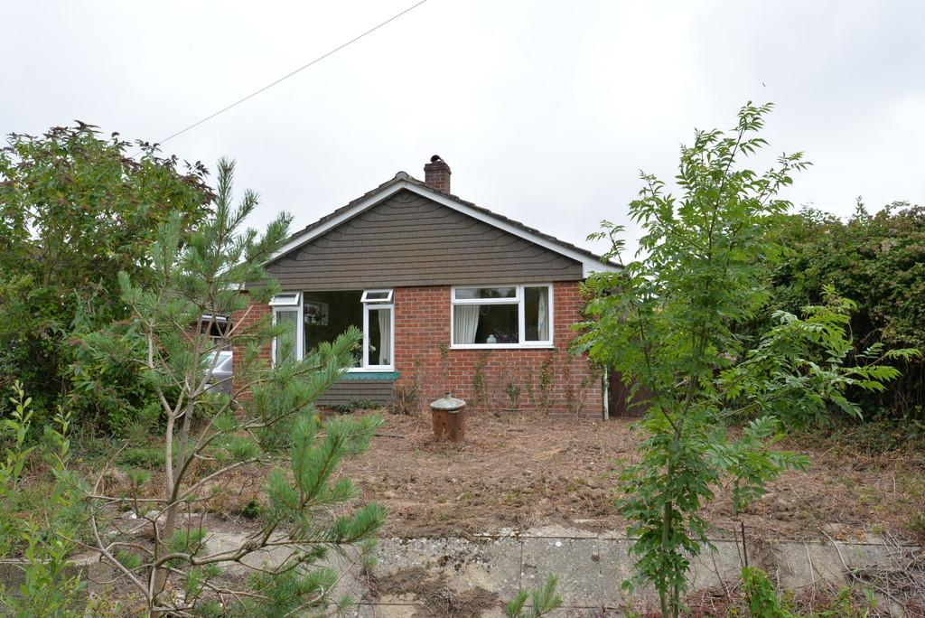 2 Bedrooms Detached Bungalow for sale in Oak Road, New Milton