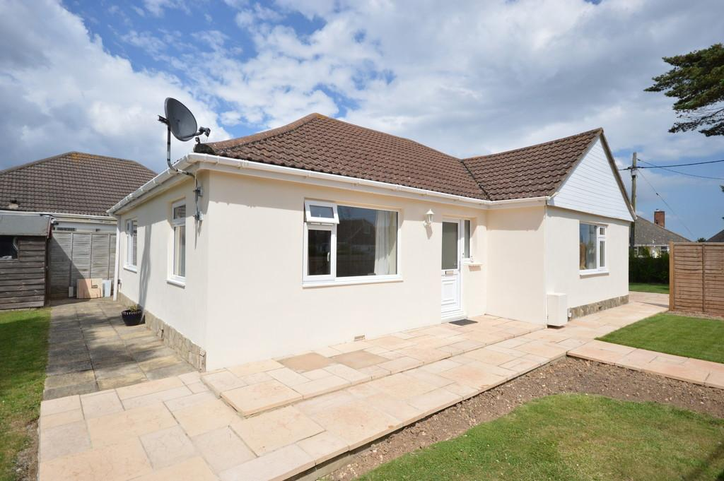3 Bedrooms Detached Bungalow for sale in Wavendon Avenue, Barton on Sea