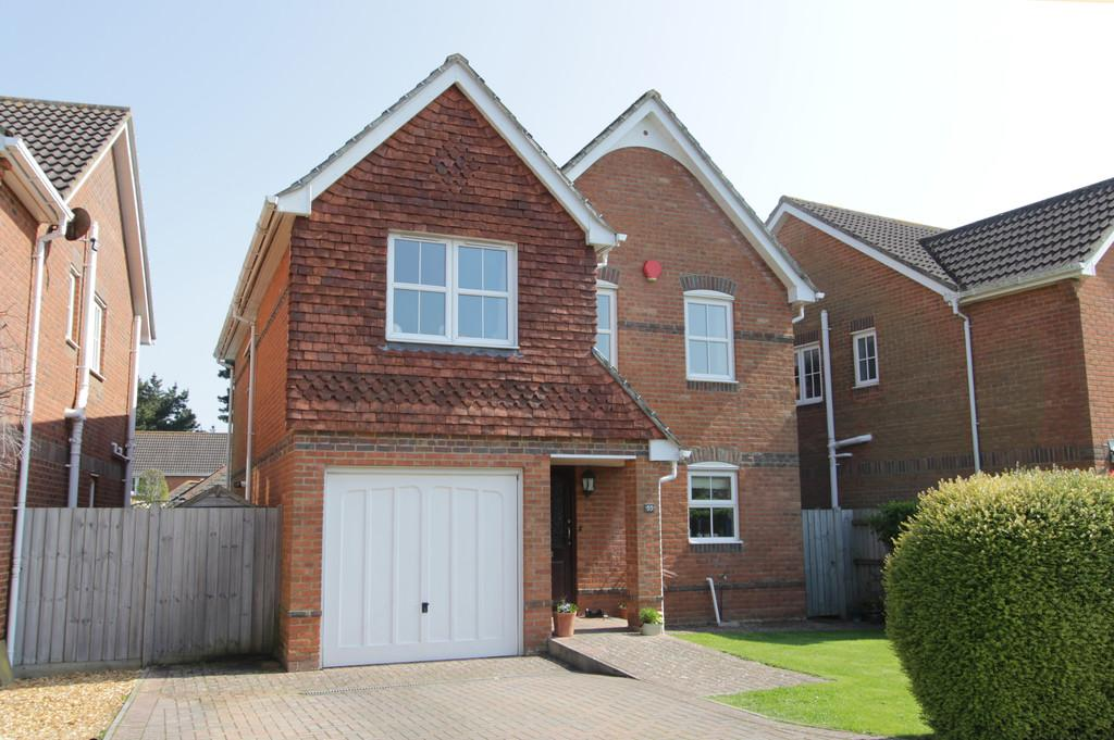 4 Bedrooms Detached House for sale in Highlands Road, Barton on Sea
