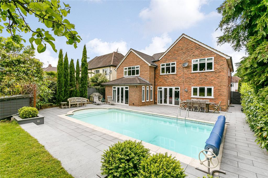 4 Bedrooms Detached House for sale in Longley Road, Farnham, Surrey