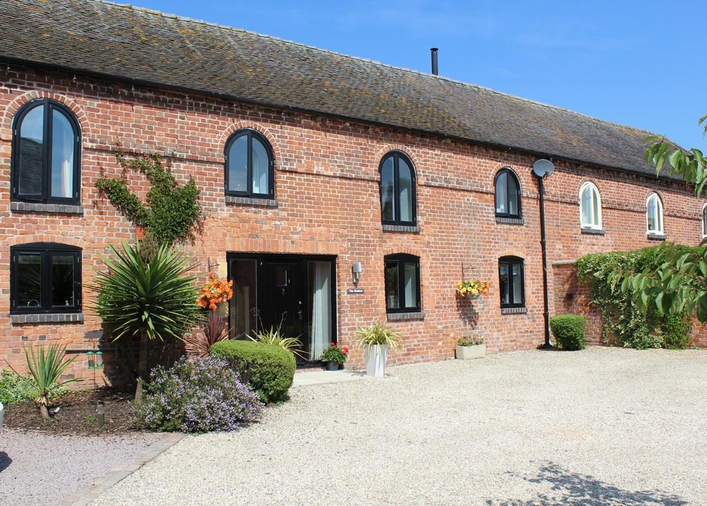 4 Bedrooms Barn Conversion Character Property for sale in Alkington Hall Barns, Alkington, Whitchurch