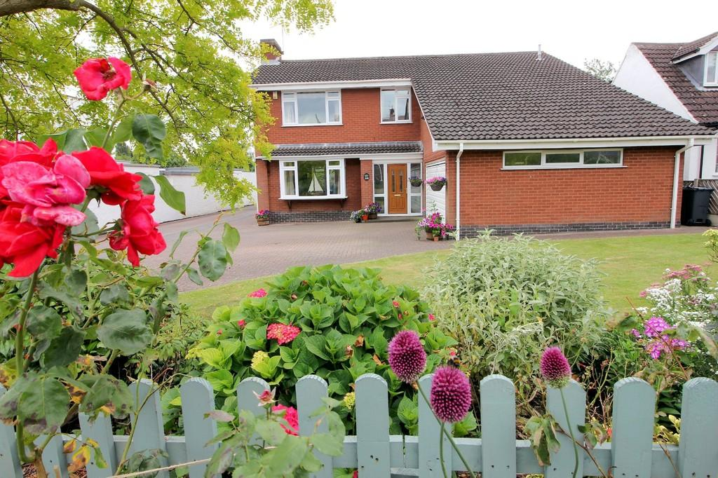 4 Bedrooms Detached House for sale in Forest Road, Loughborough