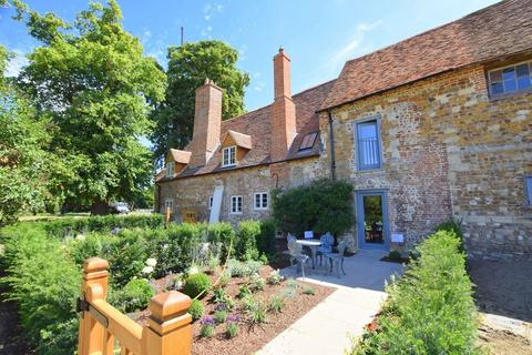 1 bedroom barn conversion to rent - The Priory, St. Osyth, Essex