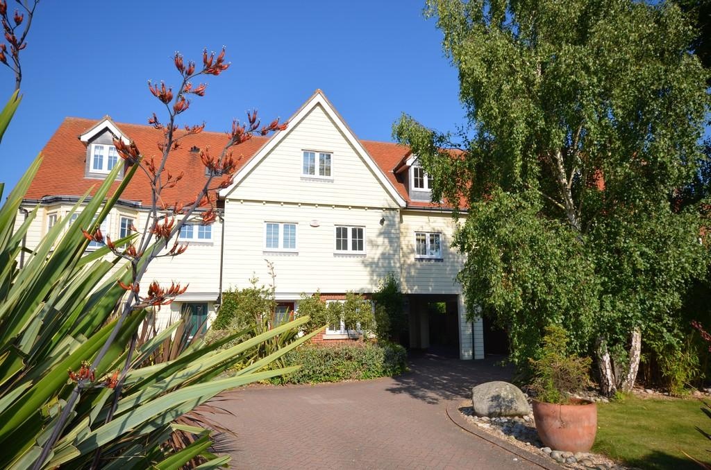 5 Bedrooms Terraced House for sale in Winstree Road, Stanway, West Colchester