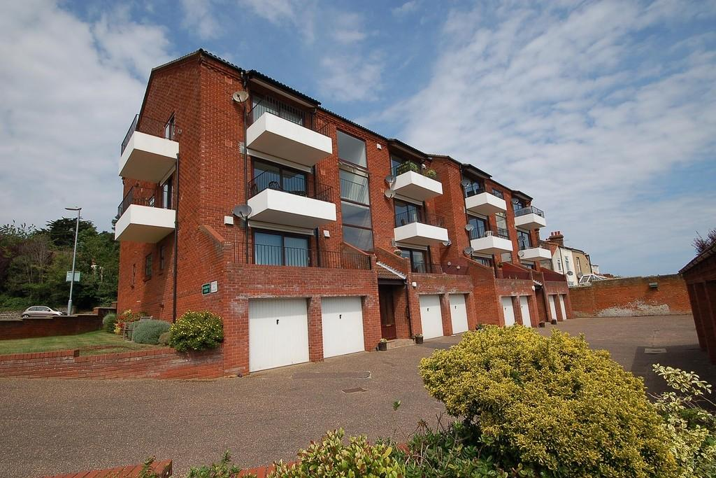 2 Bedrooms Flat for sale in Edgebrook Court, Sheringham
