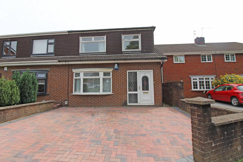 3 Bedrooms Semi Detached House for sale in Wavell Close, Heath