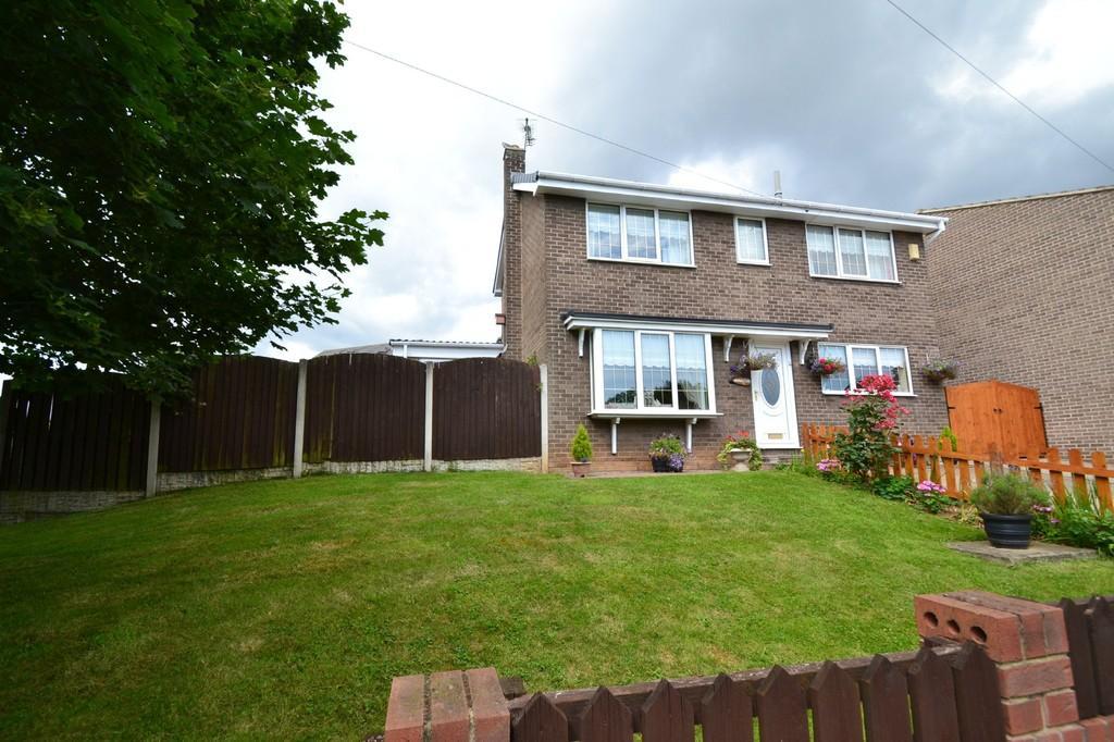 3 Bedrooms Detached House for sale in Greenacre Road, Upton, Pontefract
