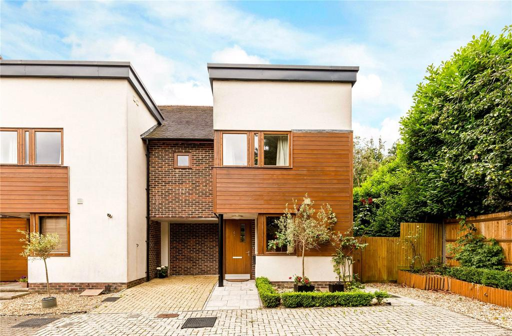 4 Bedrooms End Of Terrace House for sale in Edwards Close, Kings Worthy, Winchester, Hampshire, SO23