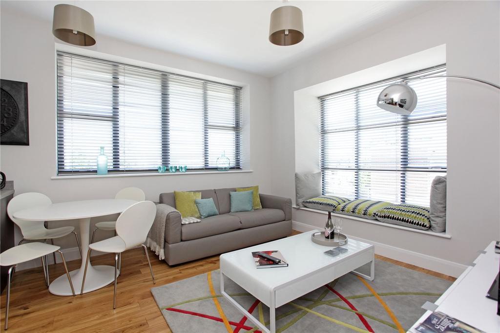 2 Bedrooms Flat for sale in Merlin Court, London Road, Riverhead, Sevenoaks, TN13