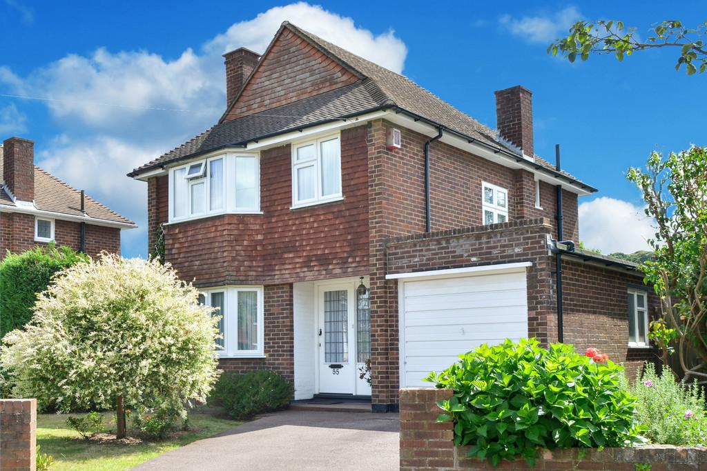 3 Bedrooms Detached House for sale in Harefield, Esher