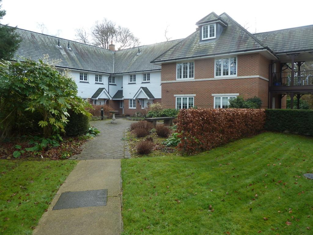 3 Bedrooms Apartment Flat for sale in Wood Road, Hindhead