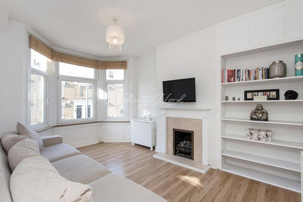 2 Bedrooms Flat for sale in Woodland Terrace, Charlton, SE7
