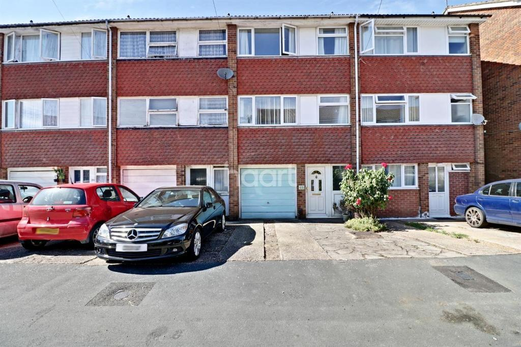 3 Bedrooms Terraced House for sale in Investment Opportunity In Chertsey