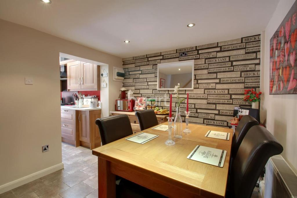 3 Bedrooms Terraced House for sale in Oak Road, Witham, CM8