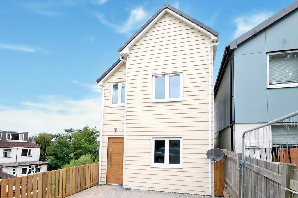 4 Bedrooms Detached House for sale in Bevendean Road, Brighton, BN2 4FN