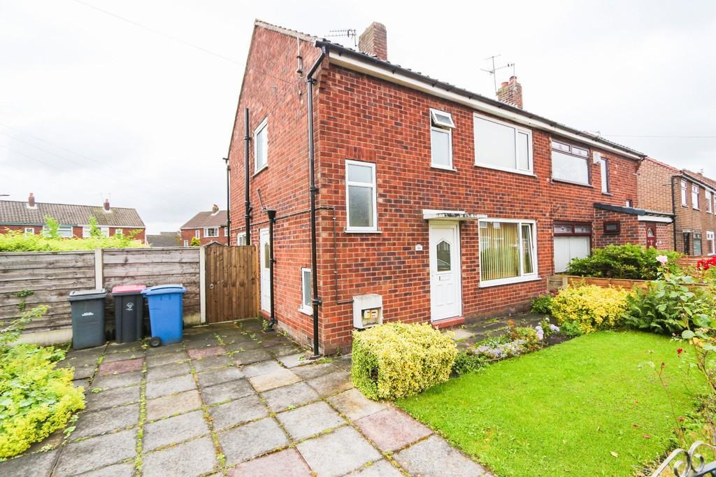 3 Bedrooms Semi Detached House for sale in 30 Queensway Irlam