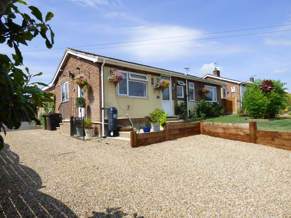 3 Bedrooms Detached Bungalow for sale in Church Road, Tasburgh