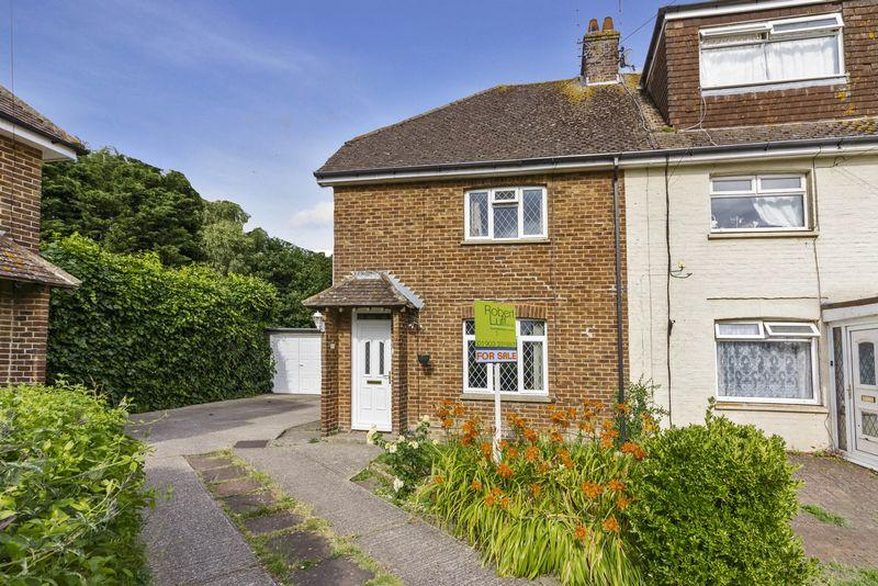 3 Bedrooms Terraced House for sale in Cumbrian Close, Worthing