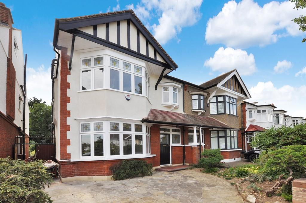 6 Bedrooms Semi Detached House for sale in Warren Road, Wanstead