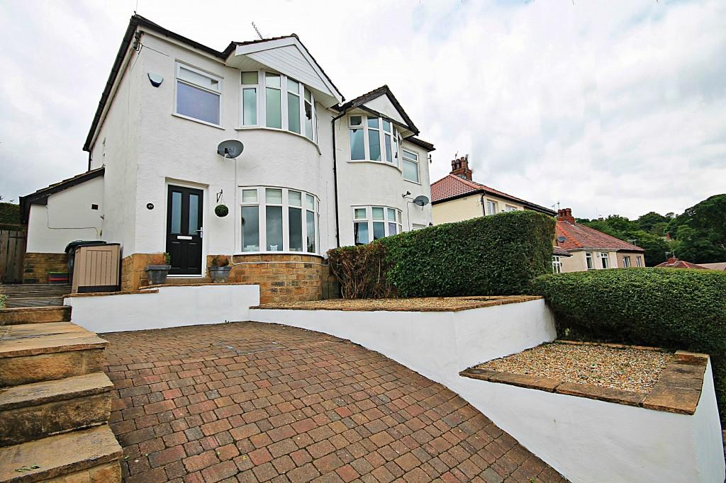 3 Bedrooms Semi Detached House for sale in Strathallan Drive, Baildon