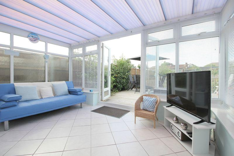 3 Bedrooms End Of Terrace House for sale in Sherwood Park Avenue, Sidcup, DA15 9HN