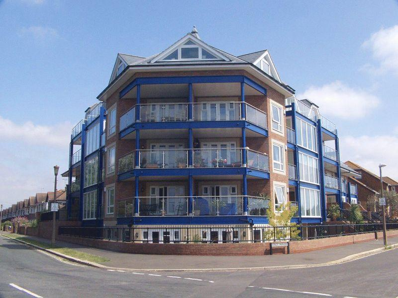 2 Bedrooms Apartment Flat for sale in Kings Parade, Bognor Regis