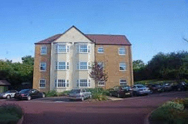 2 Bedrooms Apartment Flat for sale in Meadow Vale Close, Yarm. Exclusive 2 bedroom Top floor apartment