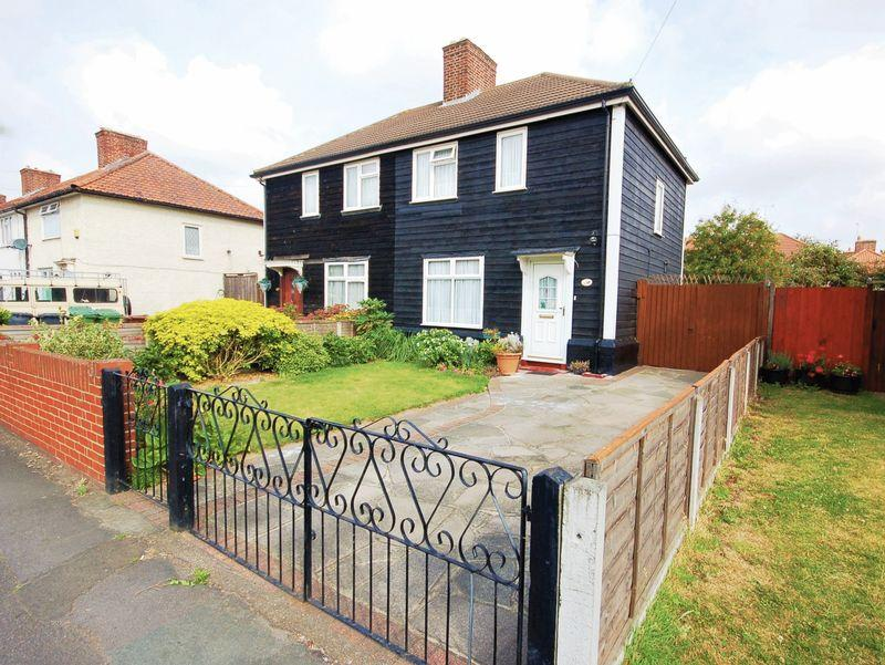 3 Bedrooms Semi Detached House for sale in Pettits Road, Dagenham