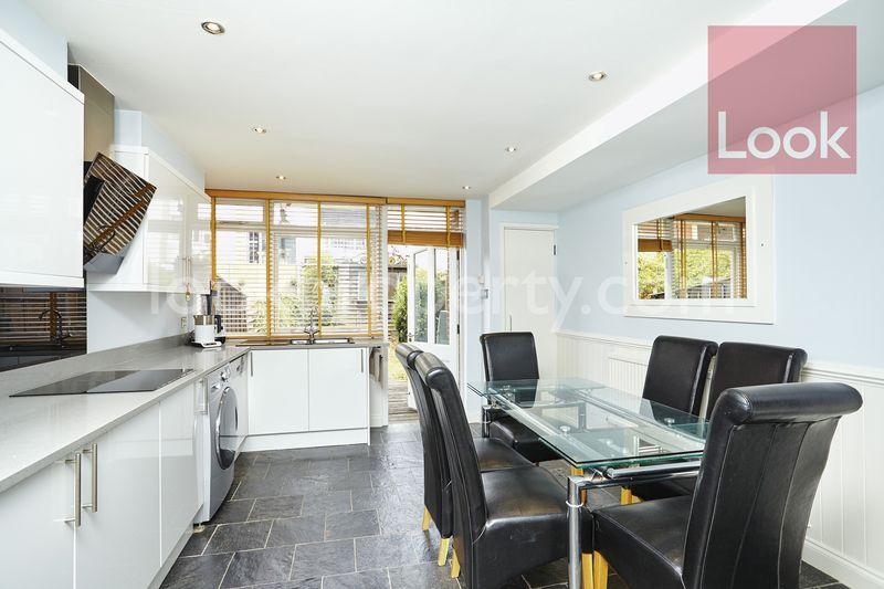 3 Bedrooms Town House for sale in Old Ford Road, Bow E3
