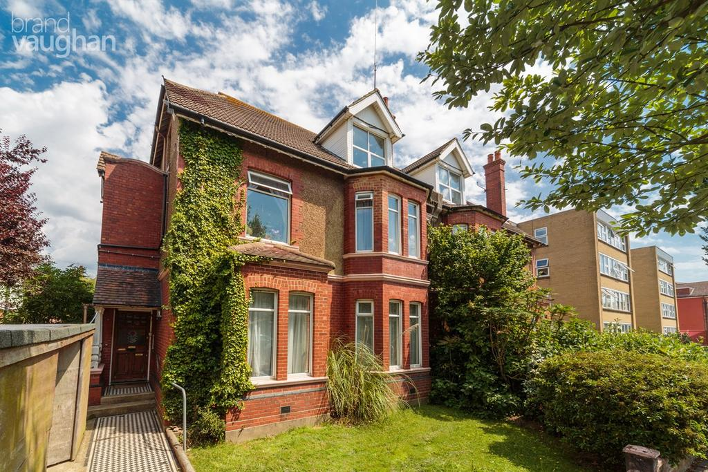 2 Bedrooms Flat for sale in Wilbury Avenue, Hove, BN3