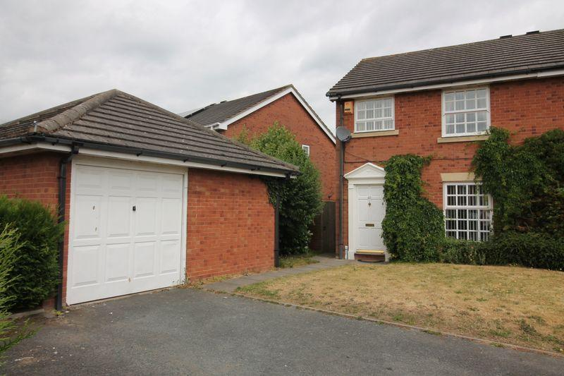 3 Bedrooms Semi Detached House for sale in Glovers Way,Shawbirch, Telford