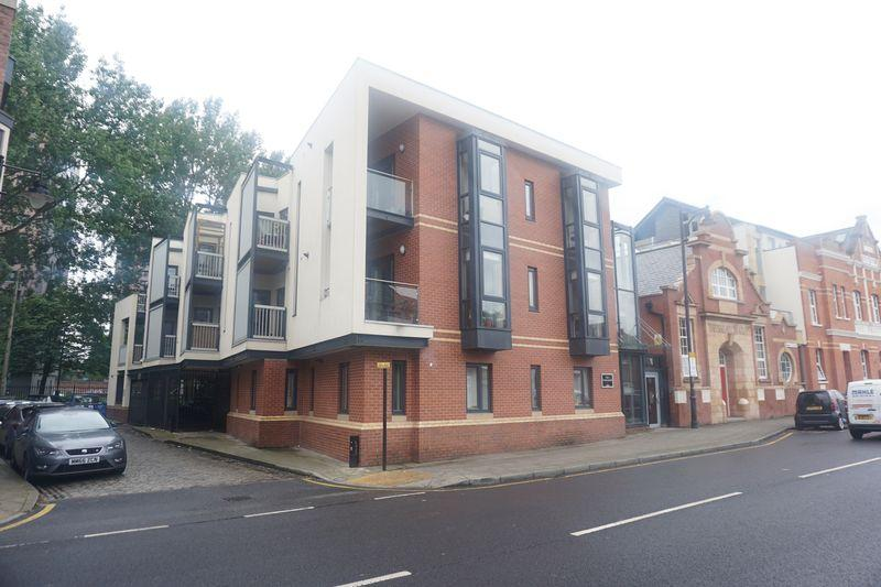 2 Bedrooms Apartment Flat for sale in Flat 5 The Town House, Stockport