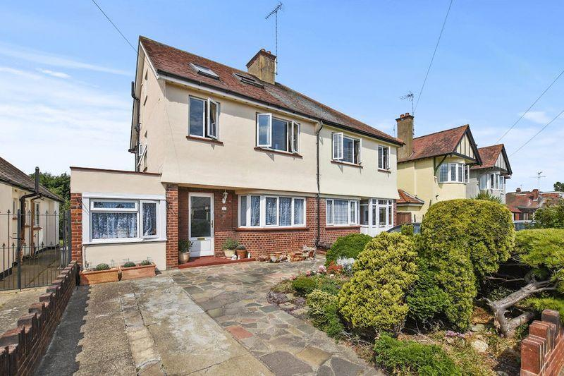 5 Bedrooms Semi Detached House for sale in Midhurst Avenue, Westcliff-On-Sea