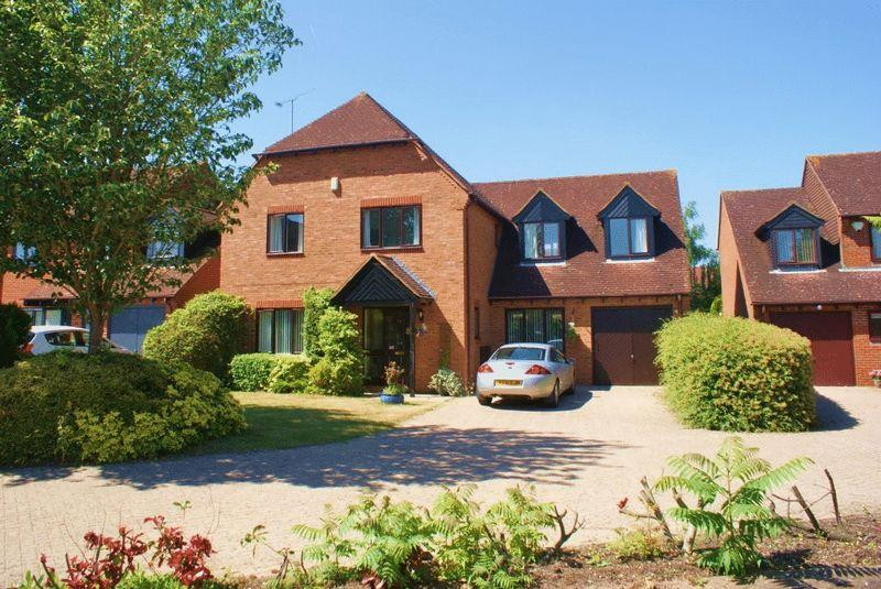 4 Bedrooms Detached House for sale in Charvil, Berkshire.