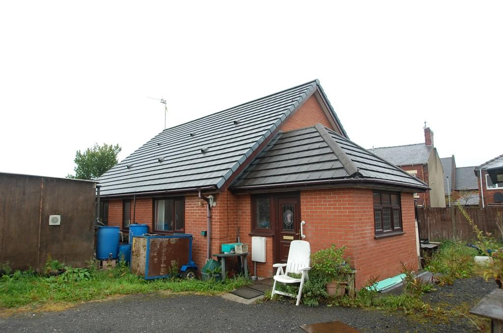 2 Bedrooms Detached Bungalow for sale in St James Close, Off St James Street, Mill Hill, Blackburn