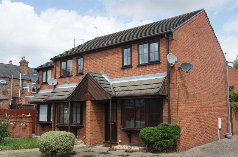 2 Bedrooms Semi Detached House for sale in Oliver Close, Newark