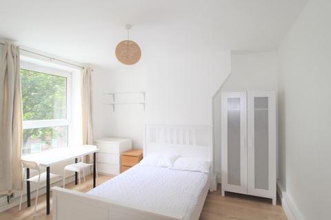 2 bedroom flat to rent - East Street, Walworth, London, SE17
