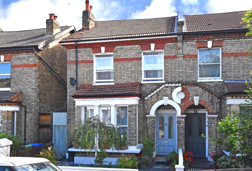 4 Bedrooms Semi Detached House for sale in Carden Road