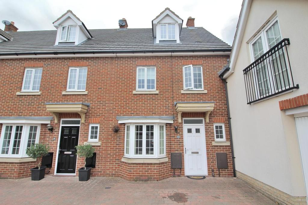 4 Bedrooms Town House for sale in Baden Powell Close, Great Baddow, Chelmsford, Essex, CM2