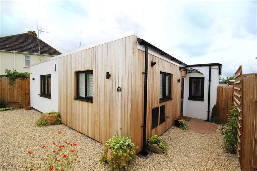 3 Bedrooms Detached Bungalow for sale in Court Road, Brockworth, Gloucester, GL3