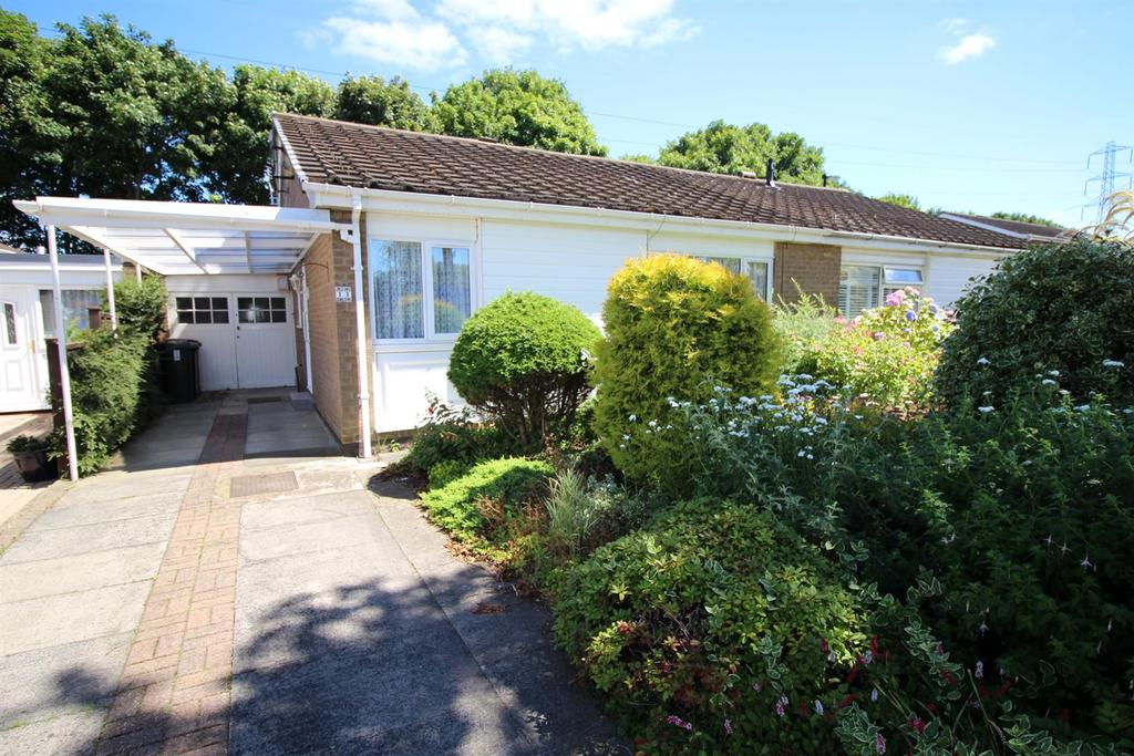 2 Bedrooms Semi Detached Bungalow for sale in Aidan Close, Wideopen, Newcastle Upon Tyne