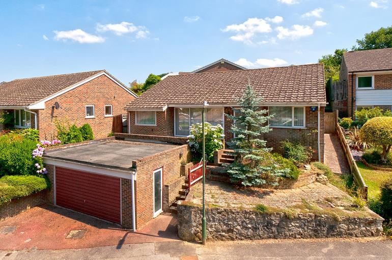 3 Bedrooms Bungalow for sale in Woodcut, Penenden Heath, Maidstone, Kent, ME14 2EQ