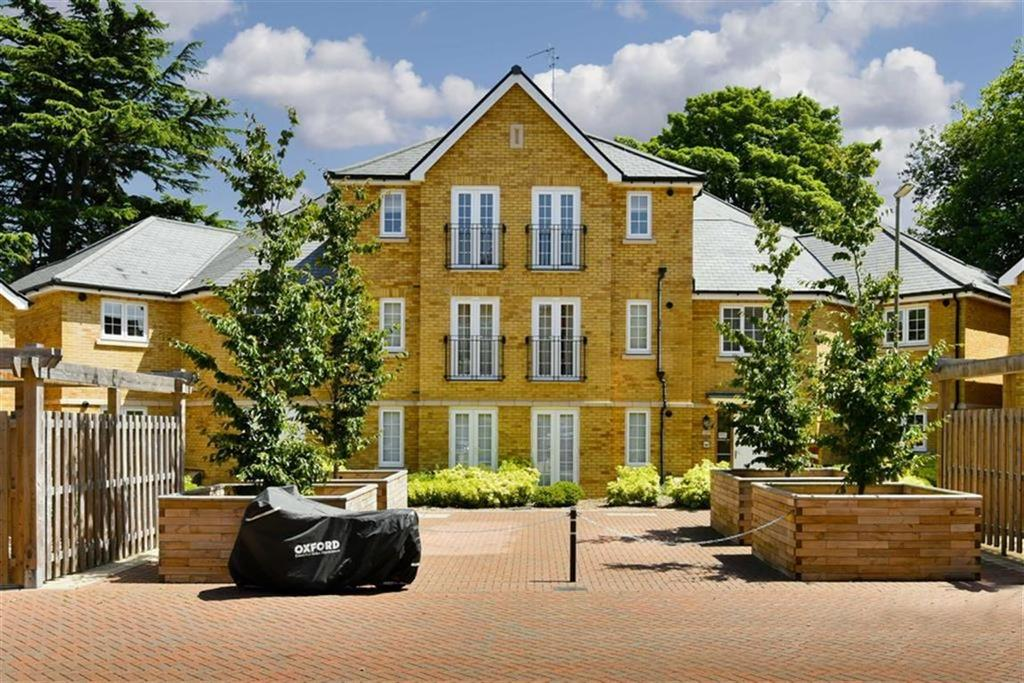 1 Bedroom Flat for sale in Pear Tree Court, Carshalton, Surrey