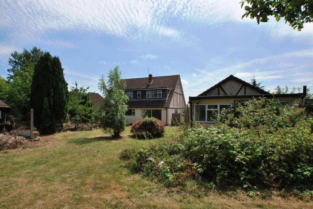 4 Bedrooms Chalet House for sale in Broomhills Chase, Little Burstead, Billericay, Essex, CM12